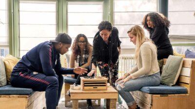 jongerenwerk Oost-Nederland spelletje gezamenlijk doen